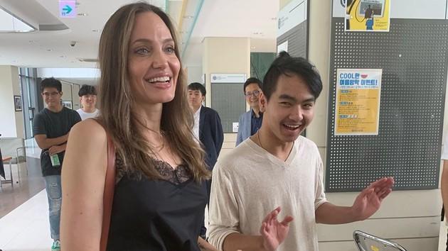 """""""Оставлю его здесь"""": Анджелина Джоли расплакалась из-за сына"""