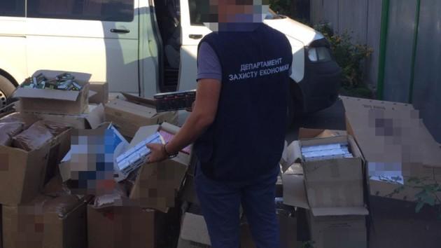 Харьковские копы пресекли продажу контрафактного алкоголя и сигарет