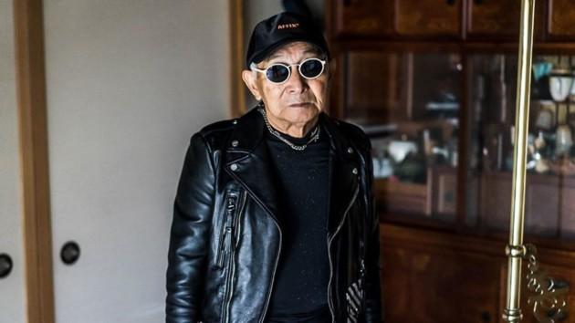 85-летний пенсионер надел одежду внука и стал звездой интернета