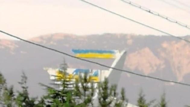 """В Ялте стелу отеля """"Интурист"""" разрисовали в цвета украинского флага"""