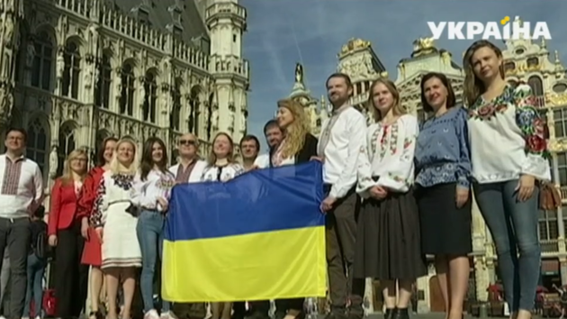 День флага: украинское знамя торжественно развернули в столице Евросоюза