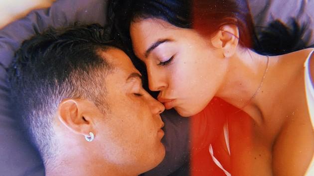 """""""Удобно, сексуально и романтично"""": Джорджина Родригес рассказала, как соблазняет Криштиану Роналду"""