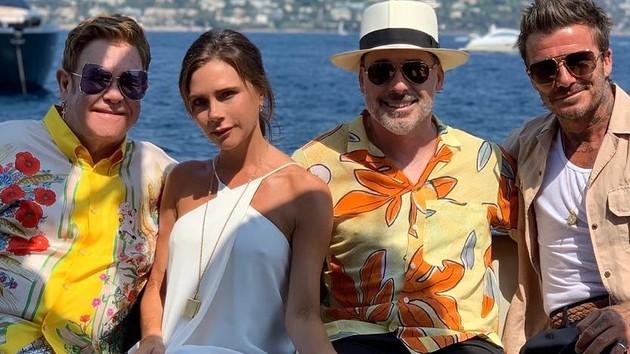 Жаркое лето: Виктория и Дэвид Бекхэм отдыхали с Элтоном Джоном на яхте