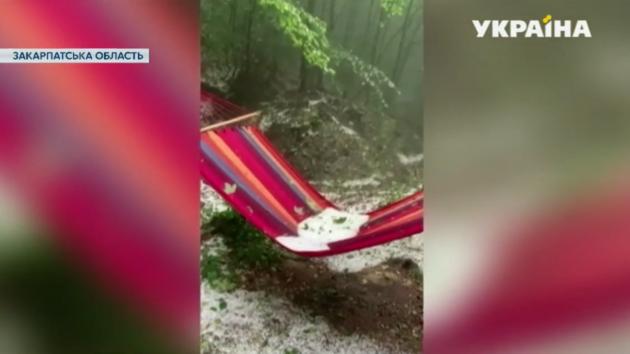 На Закарпатье в конце лета выпал снег: появилось видео