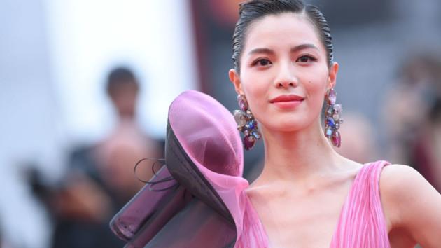 Венецианский кинофестиваль 2019: какие звезды блистали на красной дорожке