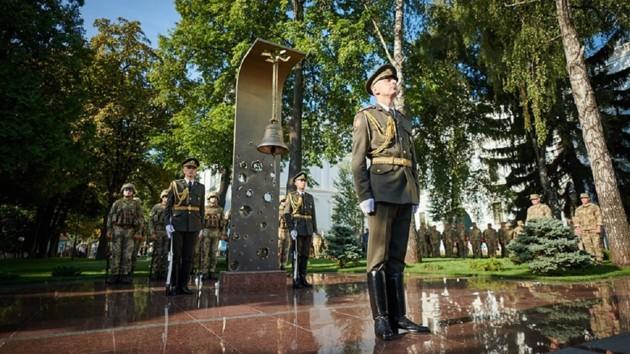 День памяти защитников Украины: колокол памяти ударил 223 раза