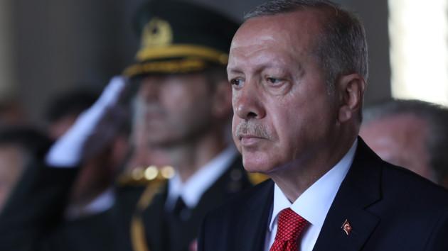 Турция не обеспокоена угрозами санкций и продолжит операцию в Сирии — Эрдоган