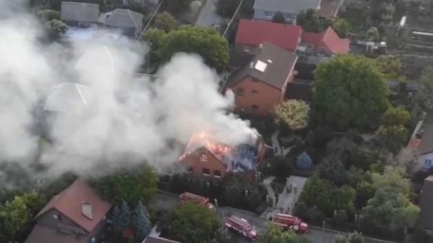 На Донбассе сгорел дом «главы МВД ДНР»: появилось видео