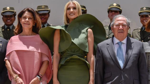 Ветер неудачно поднял платье Иванки Трамп: смешные фото