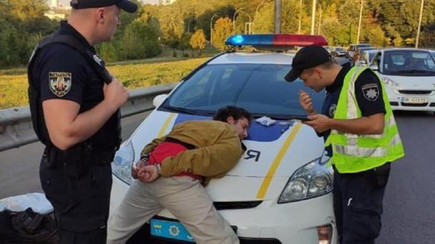Стрельба в Киеве: копы задержали подозреваемого и изъяли у него пистолет