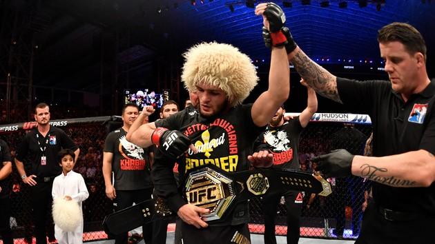 Как Нурмагомедов задушил Порье: видео чемпионского боя на UFC 242