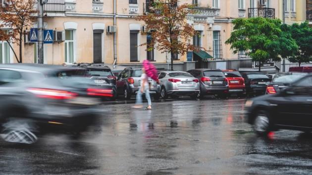 """То жара, то холод с дождем: киевлян ждут погодные """"качели"""""""