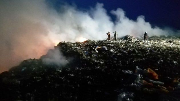 Под Бердичевом на мусорной свалке вспыхнул серьезный пожар