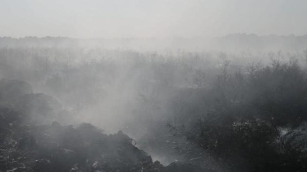 Дымовая атака на Борщаговке – черный дым из трубы окутал район (видео)