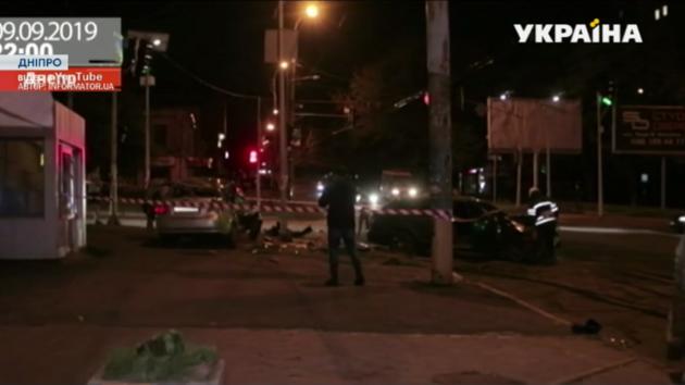 В центре Днепра столкнулись две легковушки: есть пострадавшие