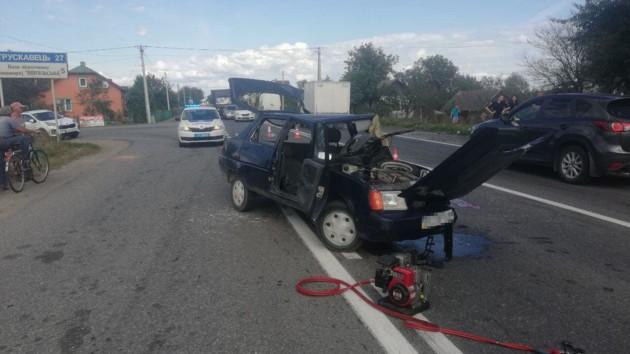 Во Львовской области столкнулись внедорожник и легковушка: есть погибший и пострадавшие