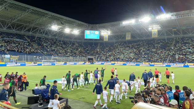 Первый за 10 лет матч сборной в Днепре: фанаты устроили теплый прием национальной команде