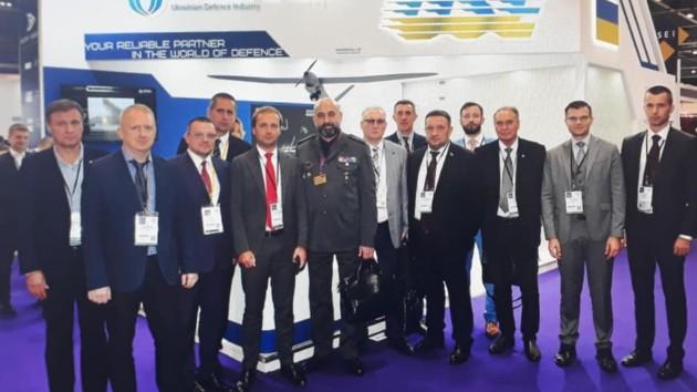 Украинская делегация на выставке. Фото: facebook.com/sgkryvonos