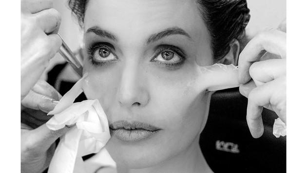 """""""Малефисента 2"""": как из Анджелины Джоли делали ведьму"""