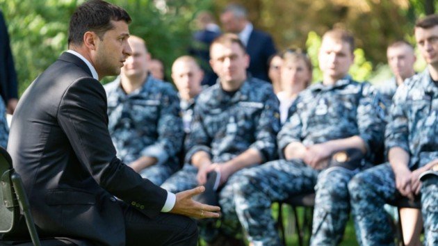 Зеленский встретился с моряками и вручил подарки: опубликованы трогательные фото