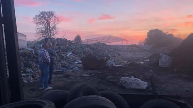 Копы заинтересовались предприятием по сжиганию шин, из-за которого задыхаются киевляне (фото, видео)