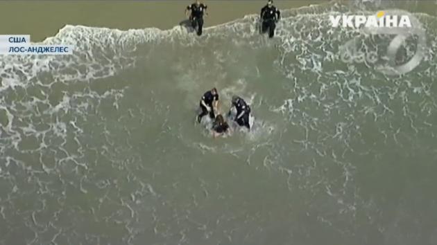 """В Лос-Анджелесе полицейские провели """"мокрое"""" задержание"""