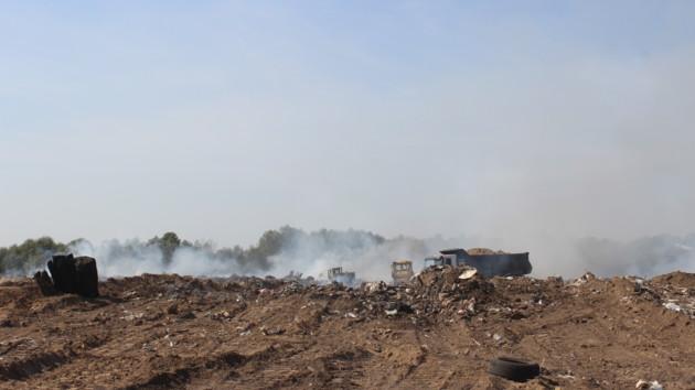 """Пожар на мусорнике возле аэропорта """"Борисполь"""" под Киевом ликвидировали"""