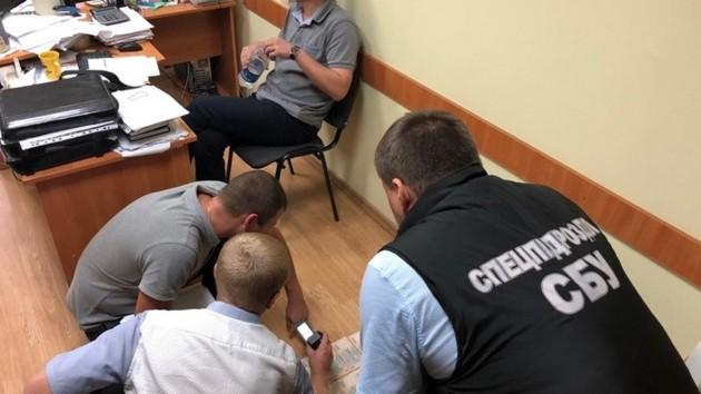 В Хмельницкой области задержали чиновника, баловавшегося взятками