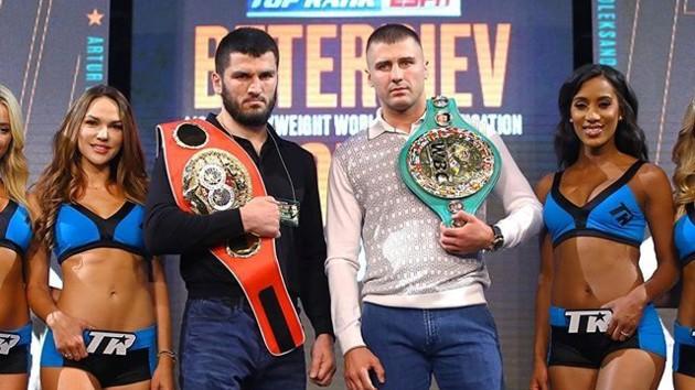 Гвоздик и Бетербиев провели дуэль взглядов