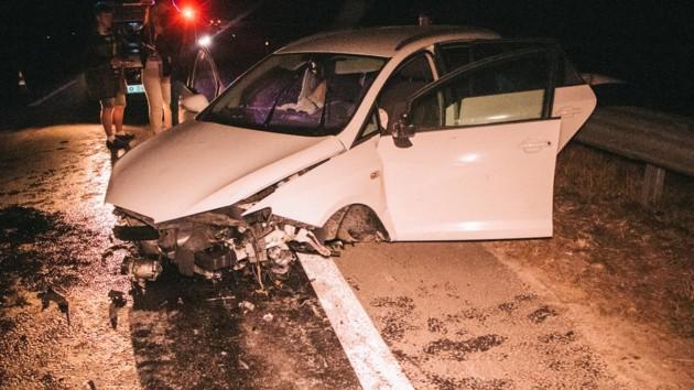 Под Киевом автомобиль врезался в отбойник и взлетел на несколько метров: фото и видео