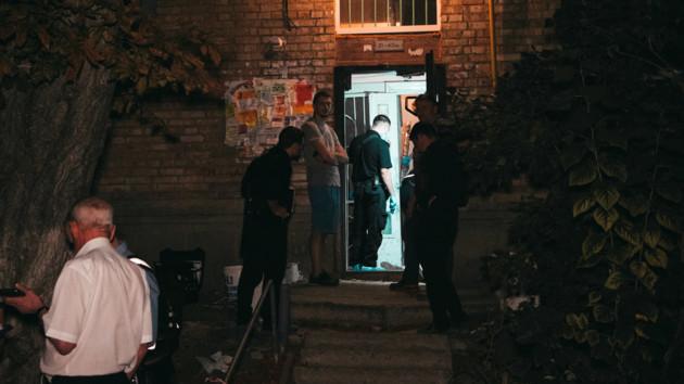 В Киеве иностранец зарезал бывшую жену: фото и видео с места происшествия