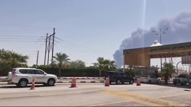 В Судовской Аравии после атаки дронов загорелся один из крупнейших в мире НПЗ