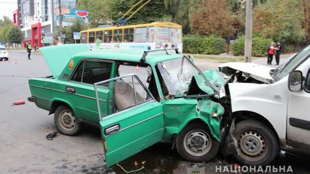 В Черновцах столкнулись два автомобиля: погибла супружеская пара