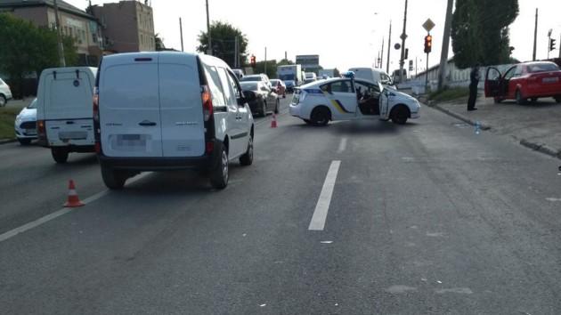 Перебегал дорогу в неустановленном месте: в Харькове автомобиль сбил пешехода