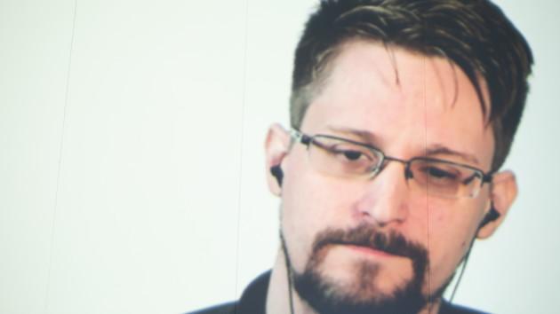 Сноуден надеется получить убежище во Франции