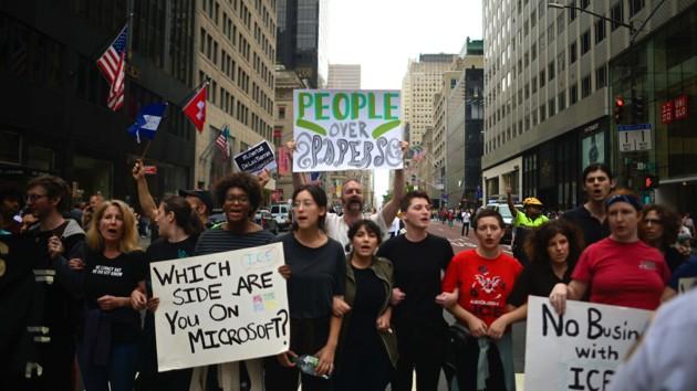 В Нью-Йорке проходит протест у магазина Microsoft: известна причина