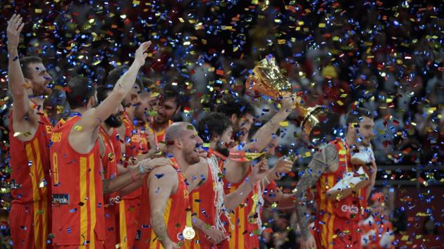 Испания стала чемпионом мира, разгромив в финале земляков Месси