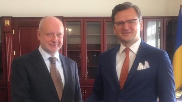 Кулеба встретился с новым послом ЕС в Украине: детали переговоров