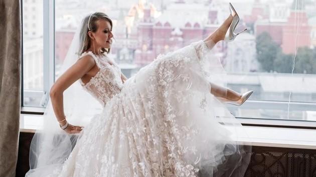 Ксения Собчак похвасталась оригинальным презентом на свадьбу: фото