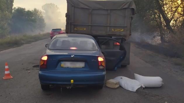 Под Киевом 16-летний водитель Daewoo врезался в грузовик: погиб пенсионер