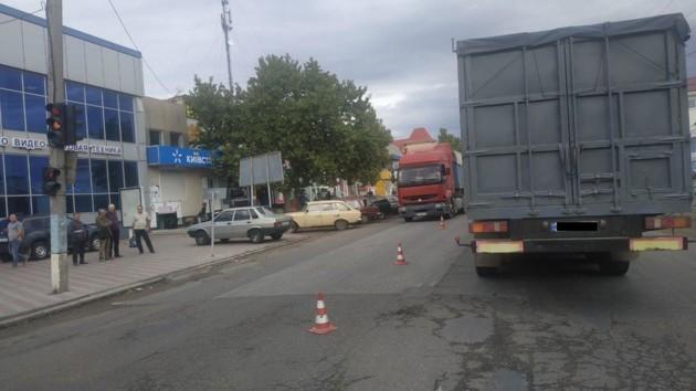 В Николаевской области грузовик насмерть сбил пожилого пешехода