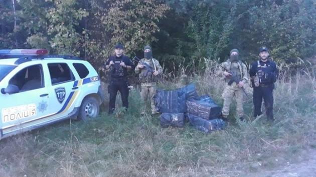 На Буковине правоохранители пресекли крупную контрабанду сигарет