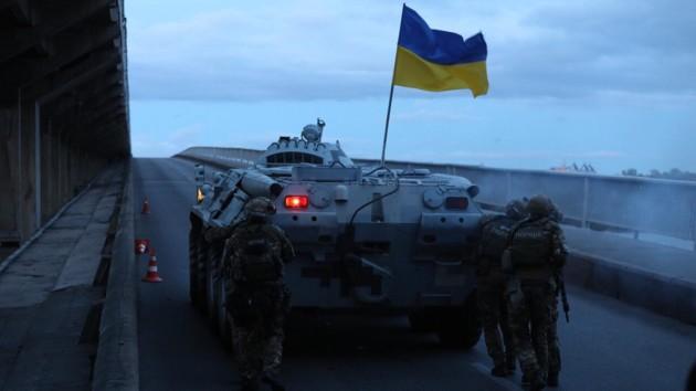 Появилось видео задержания подрывника моста Метро в Киеве