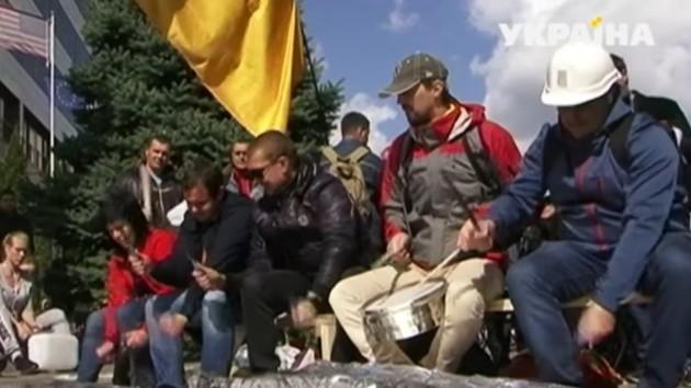 Эксперты считают необоснованными требования ферросплавщиков на митинге в Днепре