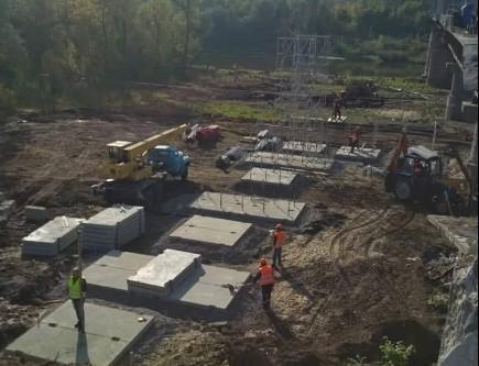 В Станице Луганской продолжаются ремонтные работы