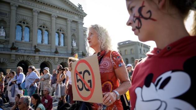 """""""Принудительное облучение"""": в Швейцарии протестуют против внедрения 5G, фото"""
