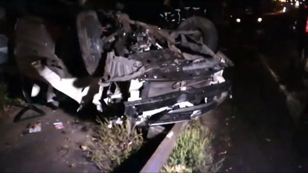 В Киеве такси вылетело с дороги и перевернулось: два человека в тяжелом состоянии