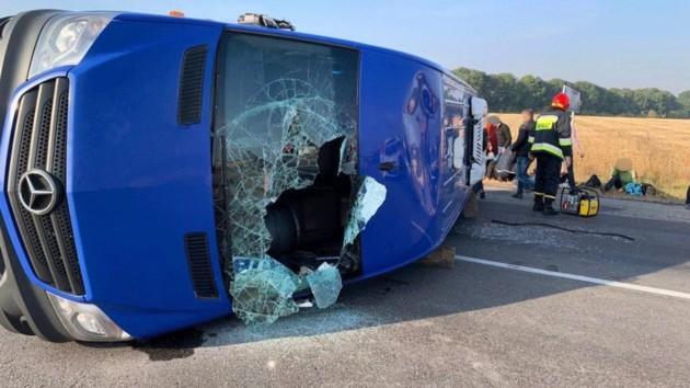 В Черкасской области фура столкнулась с маршруткой: пятеро пострадавших (фото)