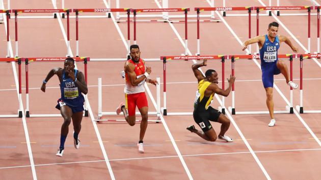 Финал в барьерном спринте на ЧМ-2019 запомнился падением спортсмена из Ямайки