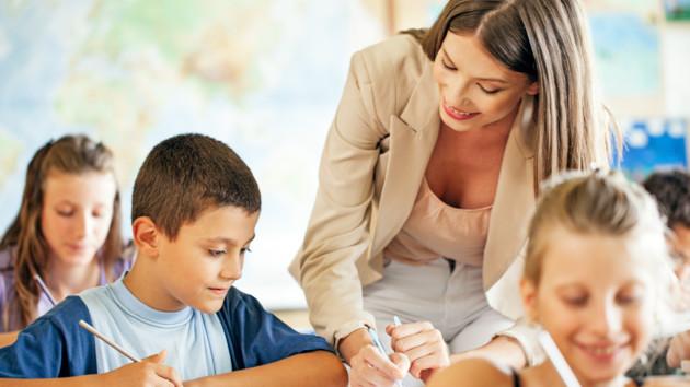 Сценарий на День учителя 2019: как организовать праздник